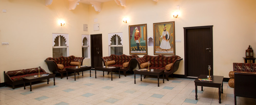 Hotels In Udaipur Near Lake